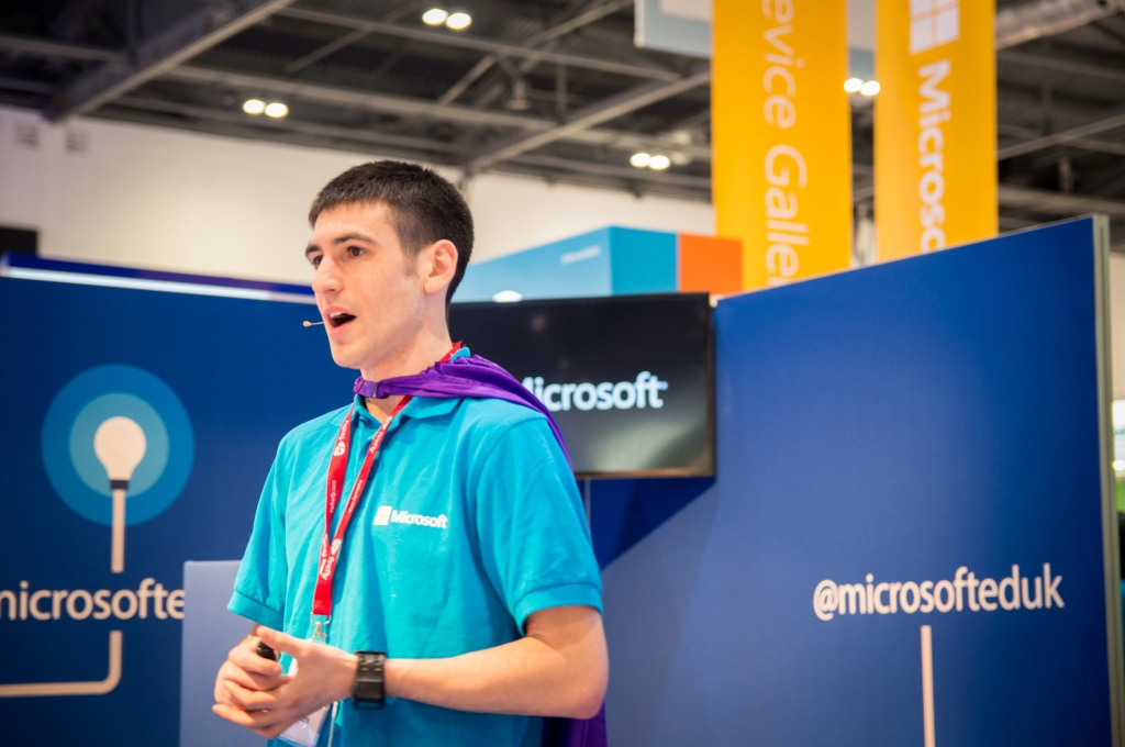OneNote Product Manager Ari Schorr gives a great presentation on Microsoft OneNote 2013 at the BETT show.